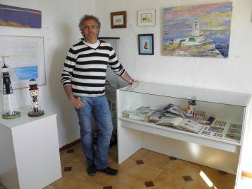 Mario Sanz en la expsoición del Faro de Mesa Roldán