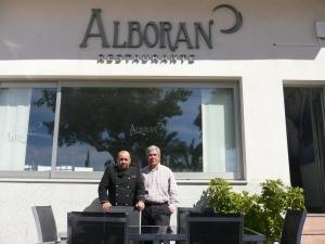 Félix con el personal del Hotel Alborán