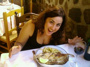 Cristina Aniorte degustando el menú de Sabor a mar en el Restaurante Playa Azul